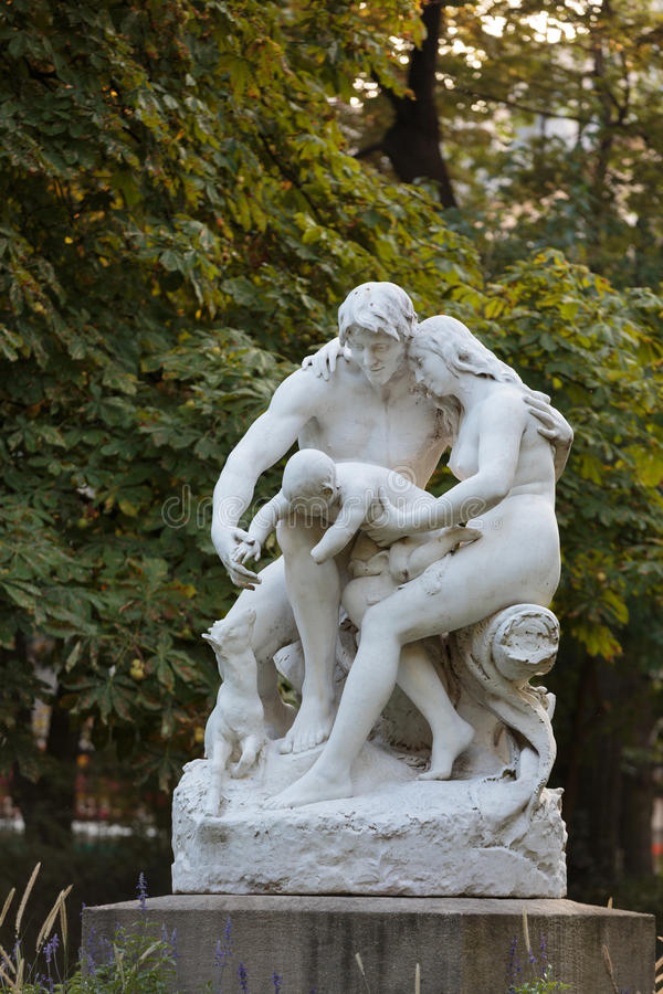 Standbeeld in de tuin van Luxemburg van het Paleis van Luxemburg, Parijs stock foto