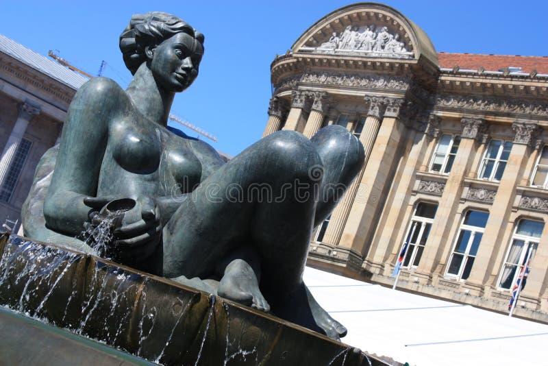 Standbeeld dichtbij het stadhuis van Birmingham stock fotografie