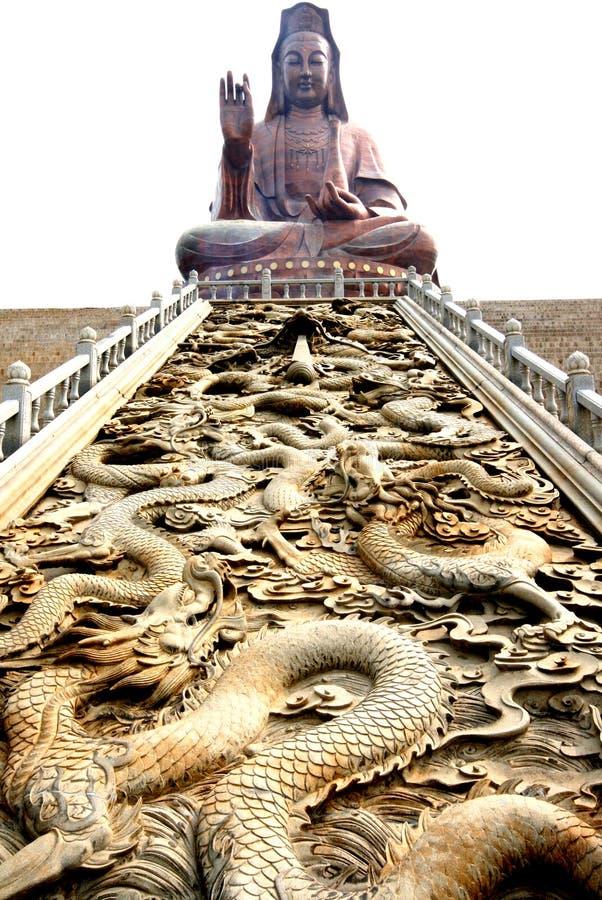 Standbeeld Kwan -kwan-yin en draak   royalty-vrije stock afbeeldingen
