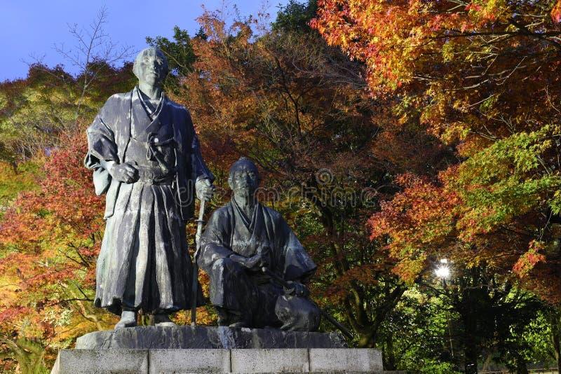 Standbeeld in Maruyama-park in de herfst royalty-vrije stock afbeelding