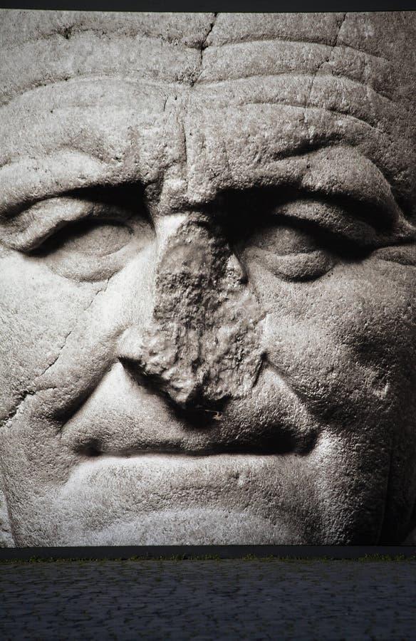 Standbeeld met gebroken neus stock foto's