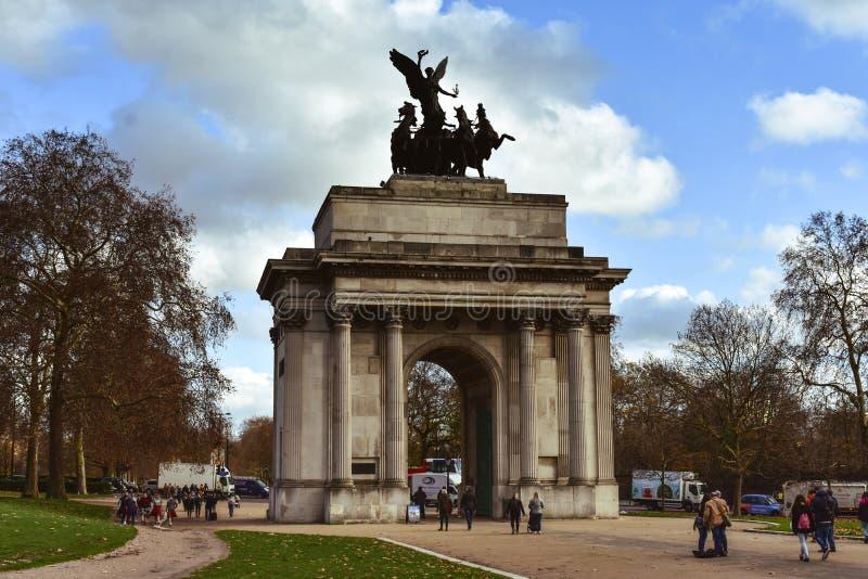 Standbeeld in Park in Londen stock fotografie