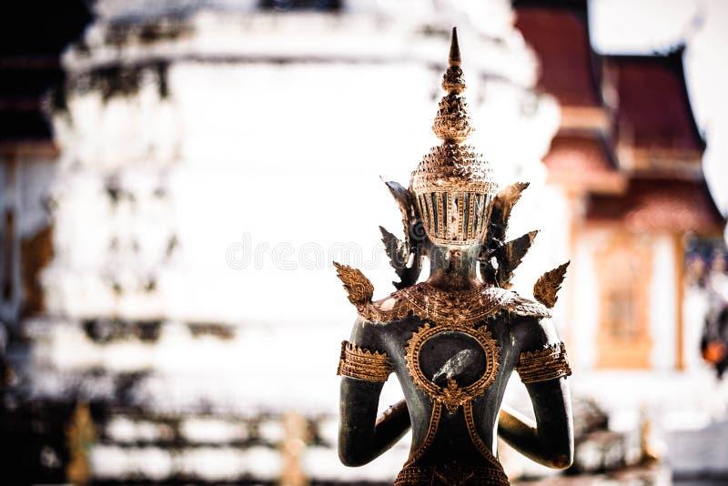 Standbeeld Thai bij de tempel stock foto's