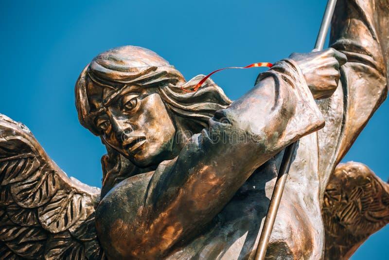 Standbeeld van Aartsengel Michael dichtbij Rode Katholiek stock afbeelding