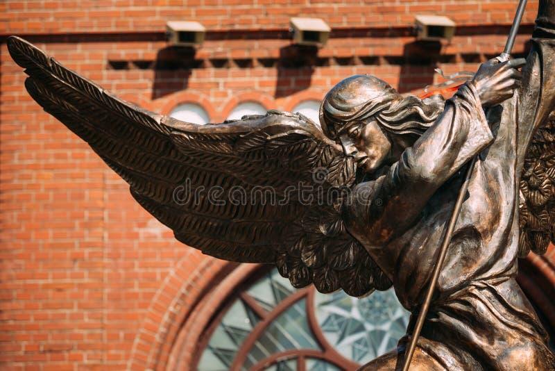 Standbeeld van Aartsengel Michael dichtbij Rode Katholiek royalty-vrije stock afbeelding