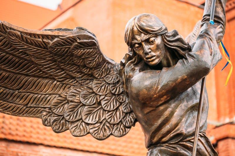 Standbeeld van Aartsengel Michael With Outstretched stock afbeeldingen
