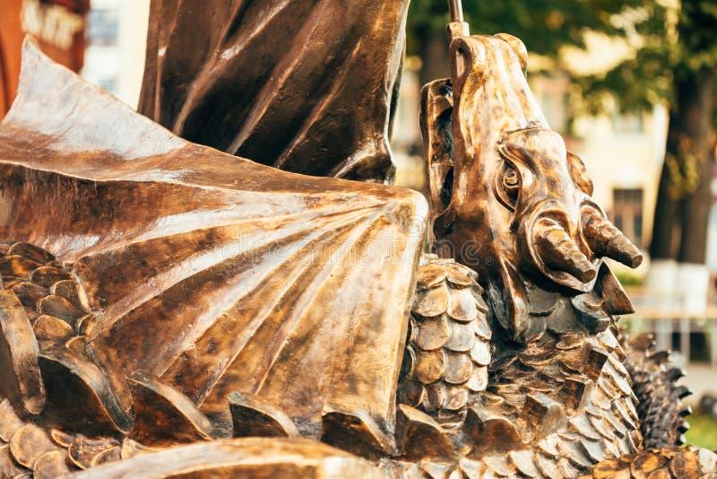 Standbeeld van Aartsengel Michael With Outstretched Wings Before Rood C stock fotografie
