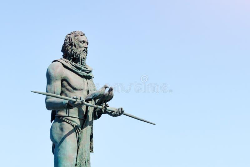 Standbeeld van Anaterve, een Guanche-leider of een mencey, een deel van de negen standbeelden van pre-Spaanse die koningen in Pla stock afbeelding