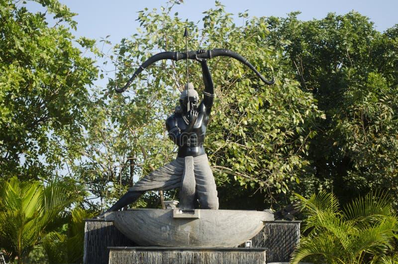 Standbeeld van Arjuna in Chennai, Tamil Nadu, India, Azië stock fotografie