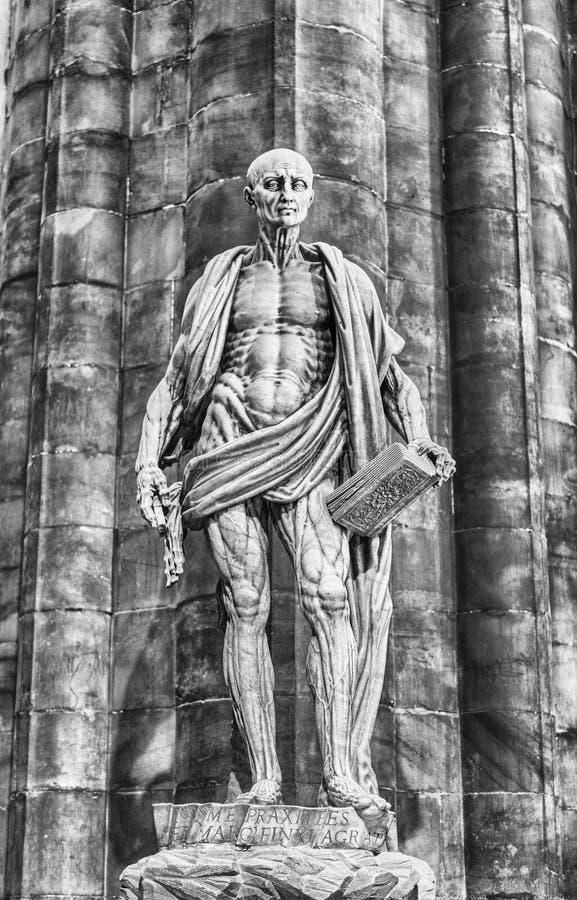 Standbeeld van Bartholomew de Apostel binnen Milan Cathedral, Italië stock fotografie