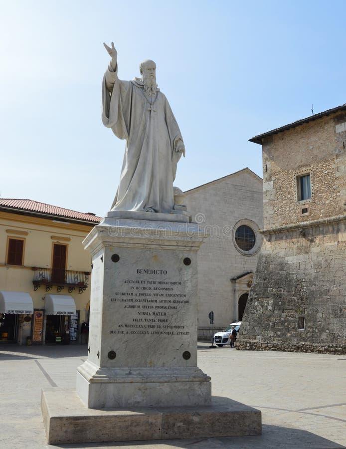 Standbeeld van Benedict van Nursia stock fotografie