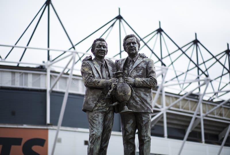 Standbeeld van Brian Clough en Peter Taylor buiten Derby County FC, royalty-vrije stock afbeeldingen