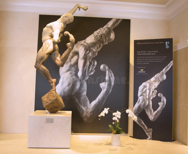 Standbeeld van Cirque du Soleil -kunstenaar op tentoonstelling in Las Vegas stock foto