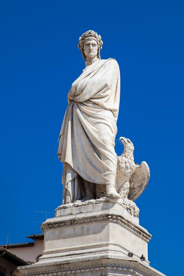 Standbeeld van Dante Alighieri in 1865 bij Piazza Santa Croce in Florence wordt opgericht dat stock afbeelding