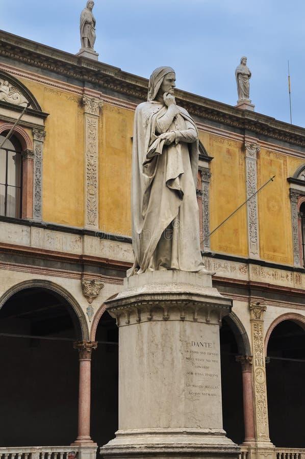 Standbeeld van Dante Alighieri in Verona - Italië stock afbeelding