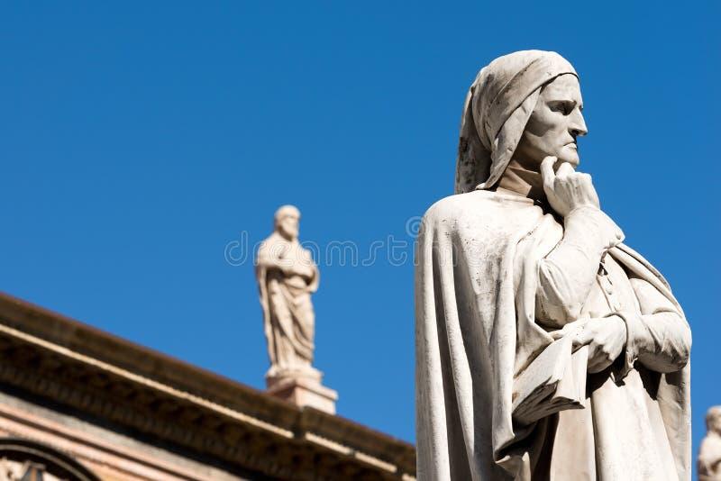 Standbeeld van Dante Alighieri in Verona - Italië stock fotografie