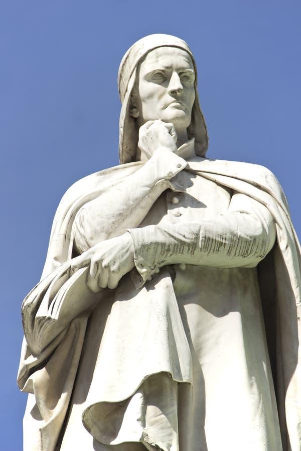 Standbeeld van Dante Alighieri in Verona stock afbeelding