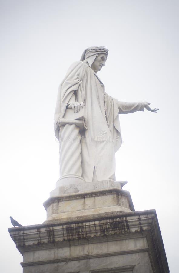 Standbeeld van Dante in Napels, Italië royalty-vrije stock foto's