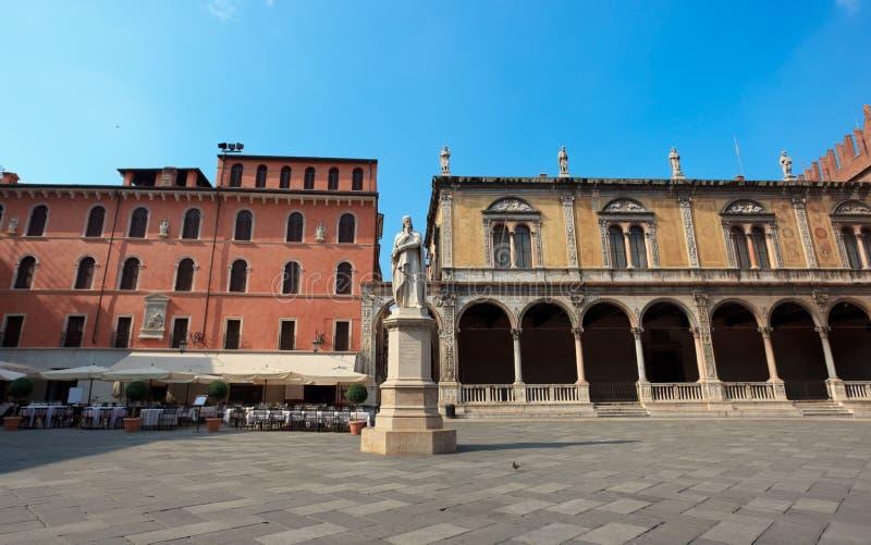 Standbeeld van Dante in Verona royalty-vrije stock afbeeldingen