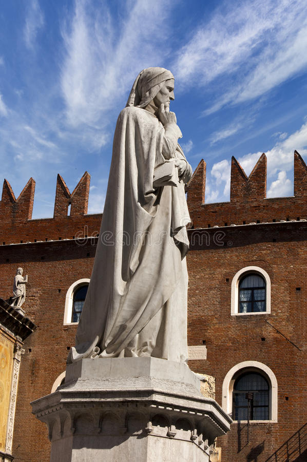 Standbeeld van Dante in Verona - Italië stock foto's