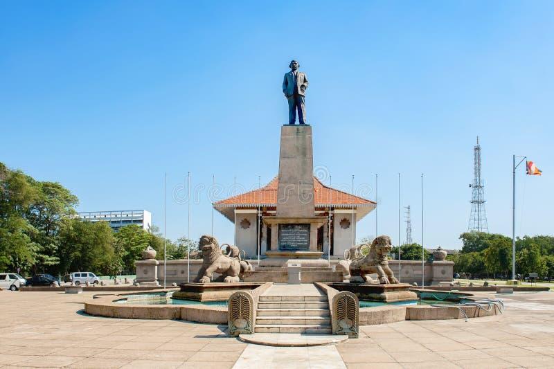 Standbeeld van de eerste eerste minister van Sri Lanka, Rechts hon  stock fotografie
