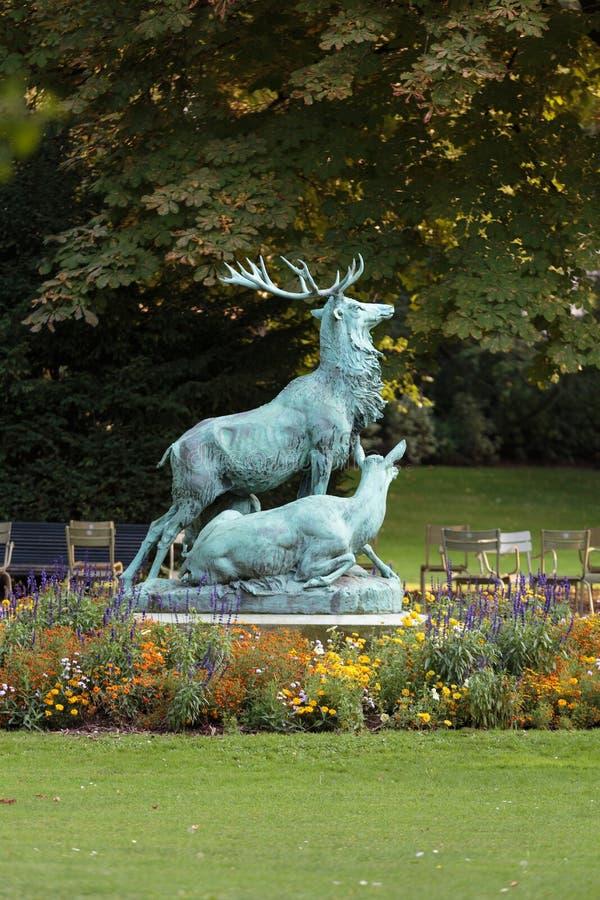 Standbeeld van de herten royalty-vrije stock afbeeldingen