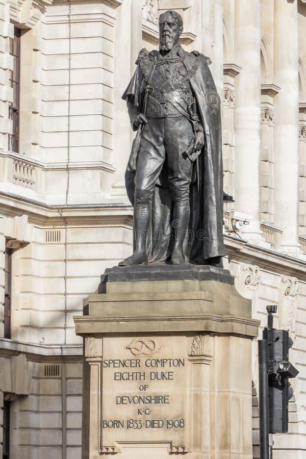 Standbeeld van de Hertog van Devonshire in Londen stock afbeeldingen
