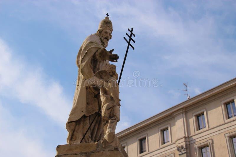Standbeeld van de Paus Celestine 1215-1296 van Heilige in Mantua, Italië stock foto