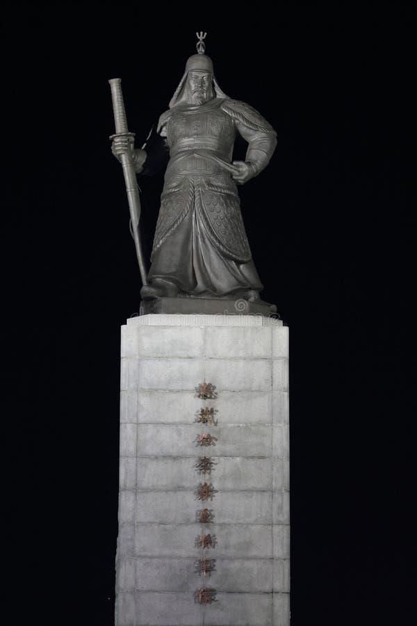 Standbeeld van de zon-Zonde van AdmiraalsYi nachtscène royalty-vrije stock foto's