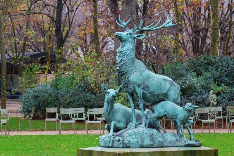 Standbeeld van deers stock fotografie