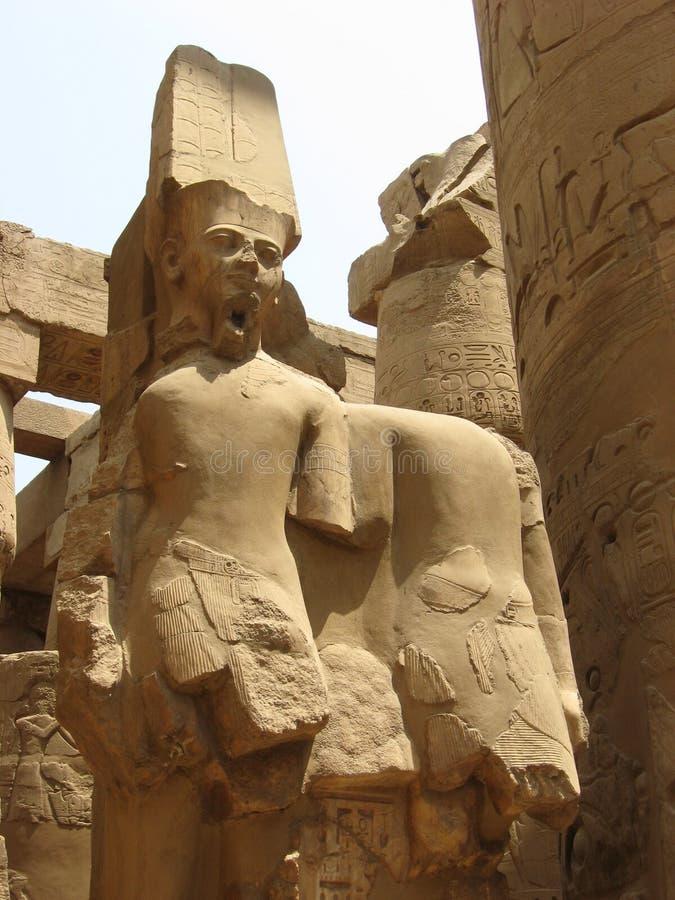 Standbeeld van Deity Ra van Amun, Karnak-Tempel stock foto
