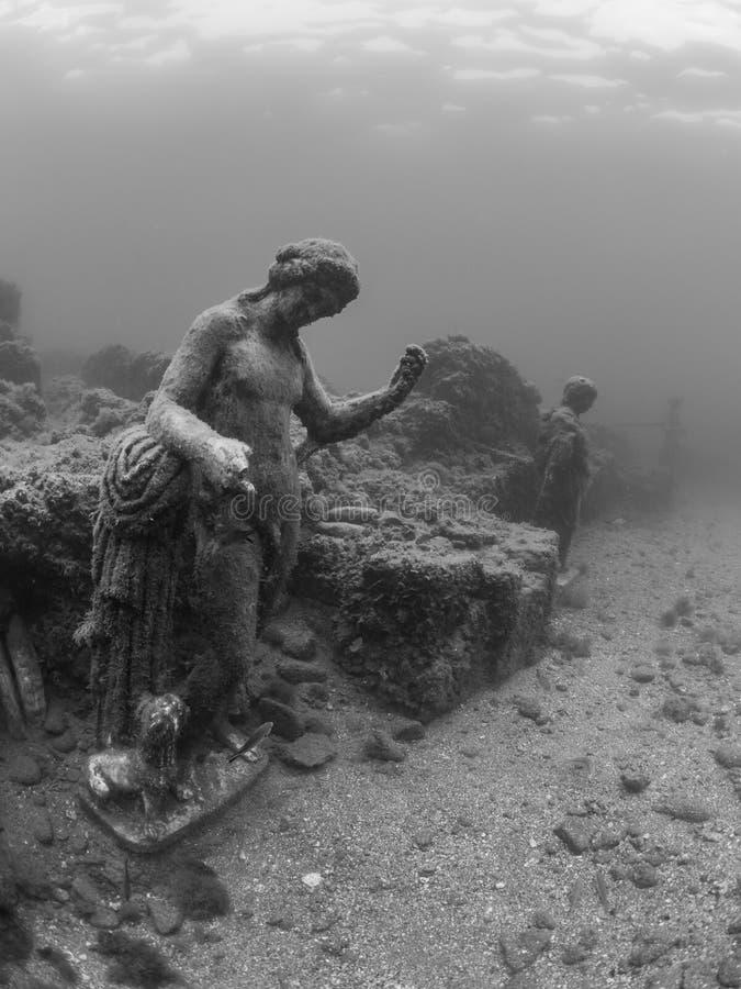 Standbeeld van Dionysus met panter in Claudio's Ninfeum onderwater, archeologie royalty-vrije stock afbeelding