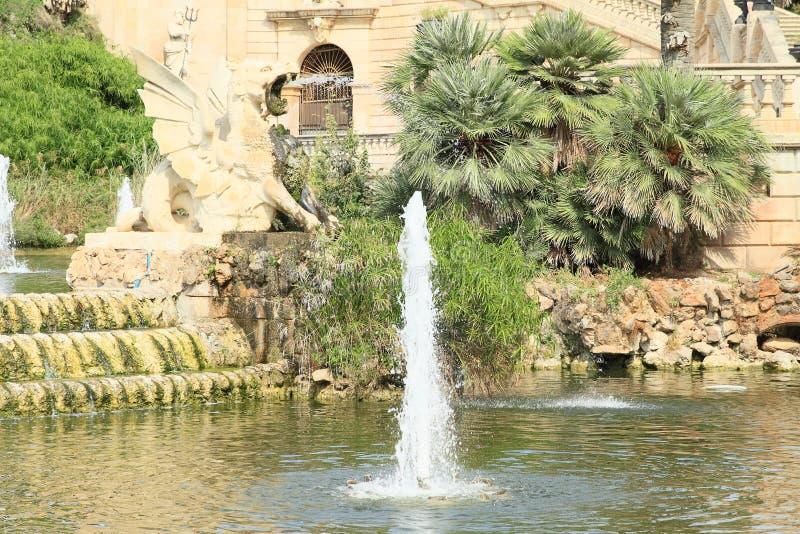 Standbeeld van draak op Cascada Monumentaal in Barcelona royalty-vrije stock afbeelding