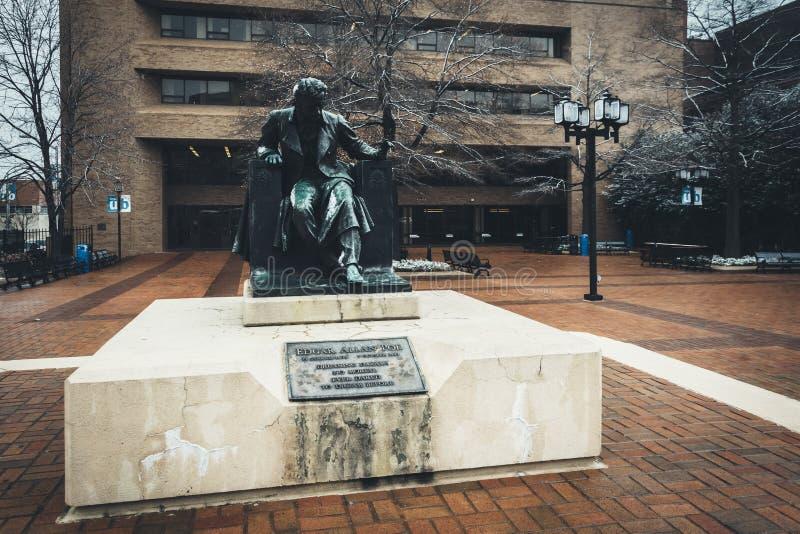 Standbeeld van Edgar Allen Poe bij de Universiteit van Baltimore, in Bal stock afbeelding