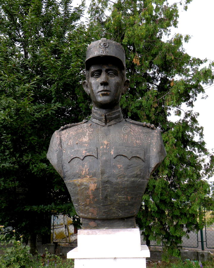 Standbeeld van een held in Marasesti, herdenkings van WWI royalty-vrije stock foto's