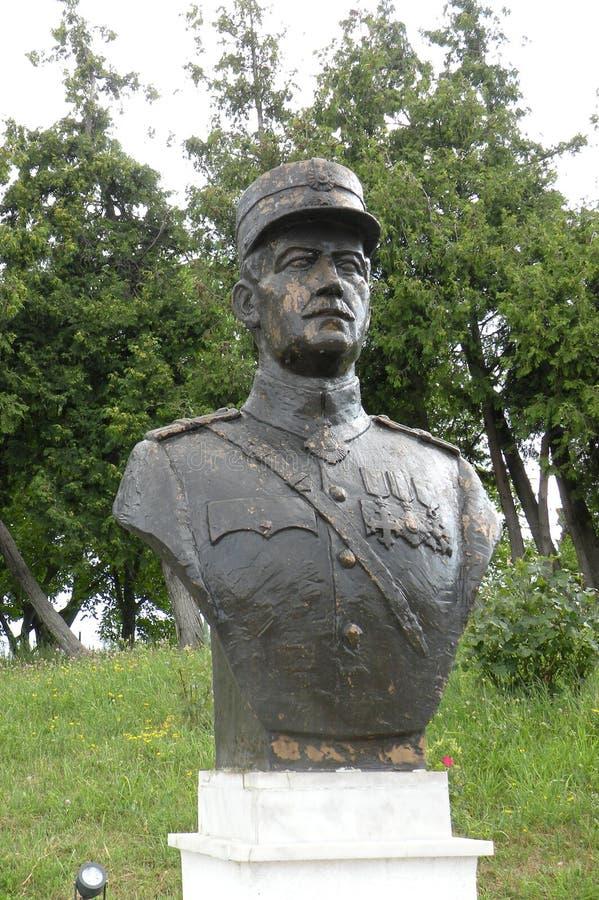 Standbeeld van een held in Marasesti, herdenkings van WWI stock fotografie