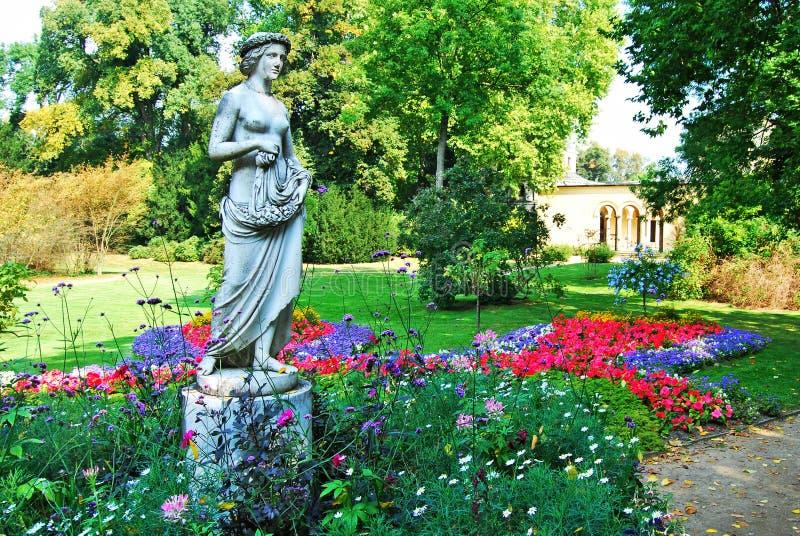 Standbeeld van een meisje in het park Sanssouci royalty-vrije stock foto's