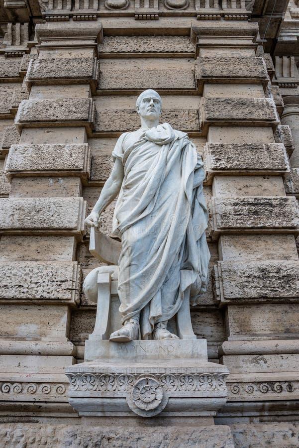 Standbeeld van een Roman advocaat Papinianus van Nobel, voor Palac royalty-vrije stock foto's