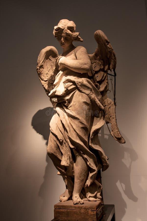 Standbeeld van engel met gebroken vleugel stock afbeelding