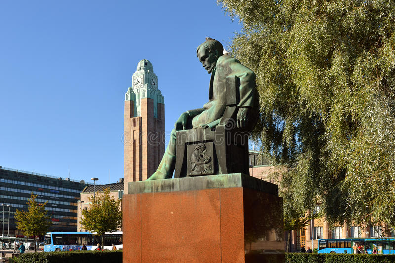 Standbeeld van Finse nationale romantische schrijver Aleksis Kivi stock afbeelding