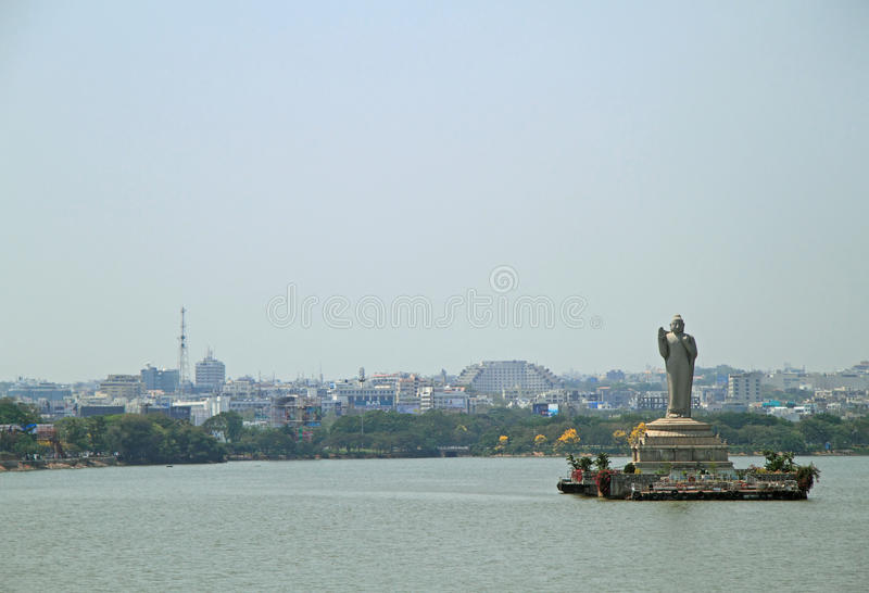 Standbeeld van Gautam Buddha in Hyderabad royalty-vrije stock foto