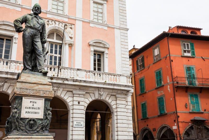 Standbeeld van Giuseppe Garibaldi in 1892 door Ettore Ferrari in Garibaldi Square in Pisa wordt gemaakt dat royalty-vrije stock foto