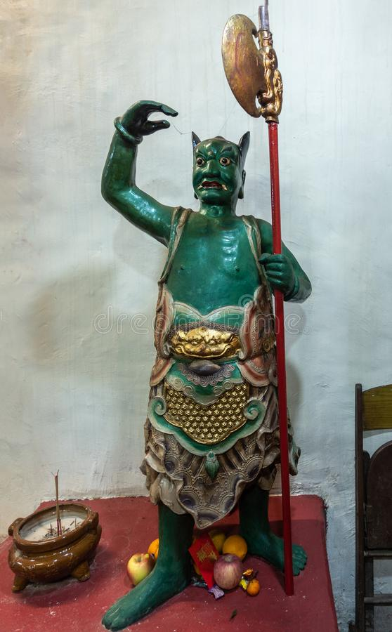 Standbeeld van groene beschermer bij Kwan Tai Taoist-tempel in Tai O, Hong Kong China stock foto's