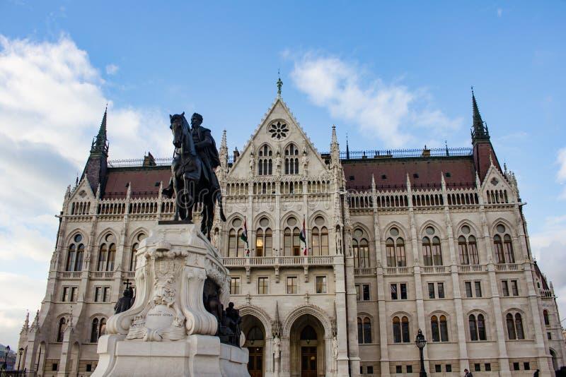 Standbeeld van Grof Andrassy Gyula voor het Hongaarse Parlement stock afbeelding