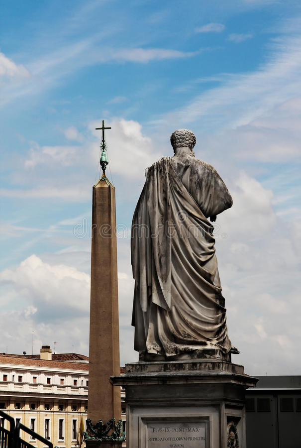 Standbeeld van Heilige Peter in de stad van Vatikaan, Italië stock foto's