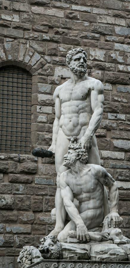 Standbeeld van Hercules en Cacus stock afbeeldingen