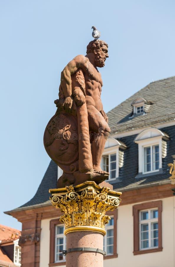 Standbeeld van Hercules in markt vierkant Heidelberg Duitsland royalty-vrije stock foto's