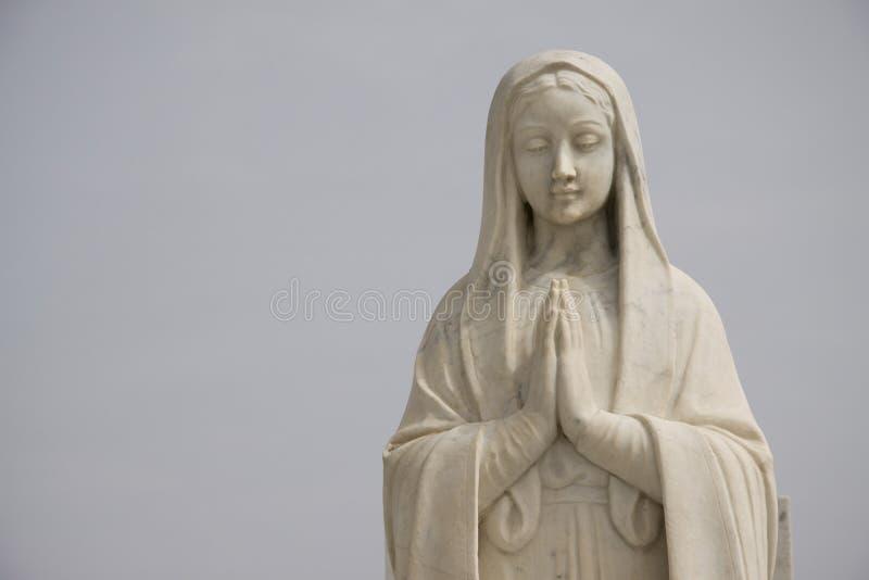 Standbeeld van het bidden van heilige Mary royalty-vrije stock afbeelding