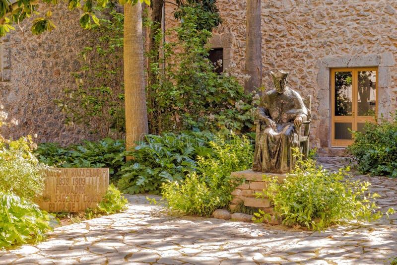 Standbeeld van Joaquin Rossello, Lluc-Klooster, Mallorca stock afbeelding