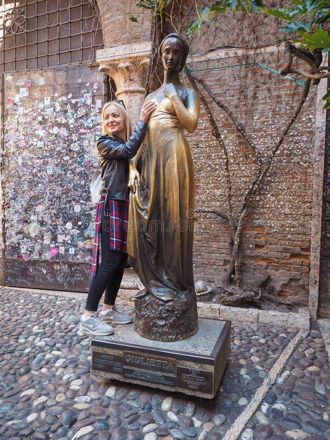 Standbeeld van Juliet in Verona stock fotografie